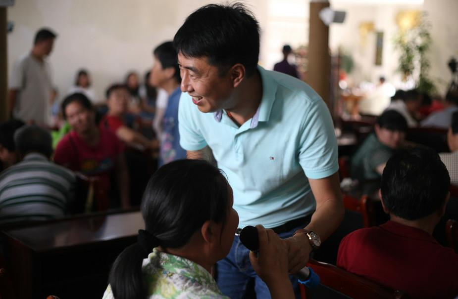 Film theater for the blind allows 600 to 'watch' in Kunming