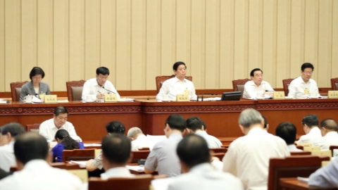 Chinese lawmakers review economic reports