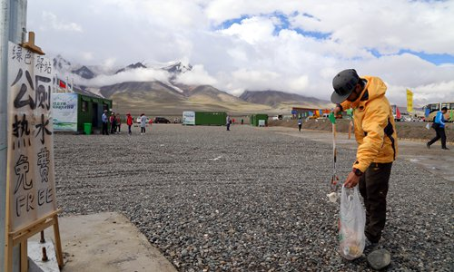 Tourists driving to Tibet leave waves of rubbish in their wake