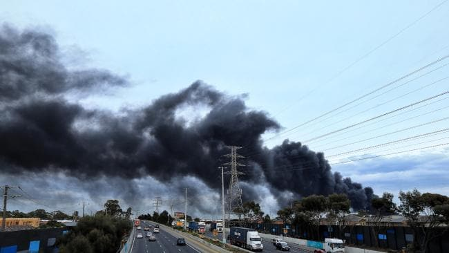 Video: Toxic smoke engulfs Melbourne as huge factory blaze burns out of control