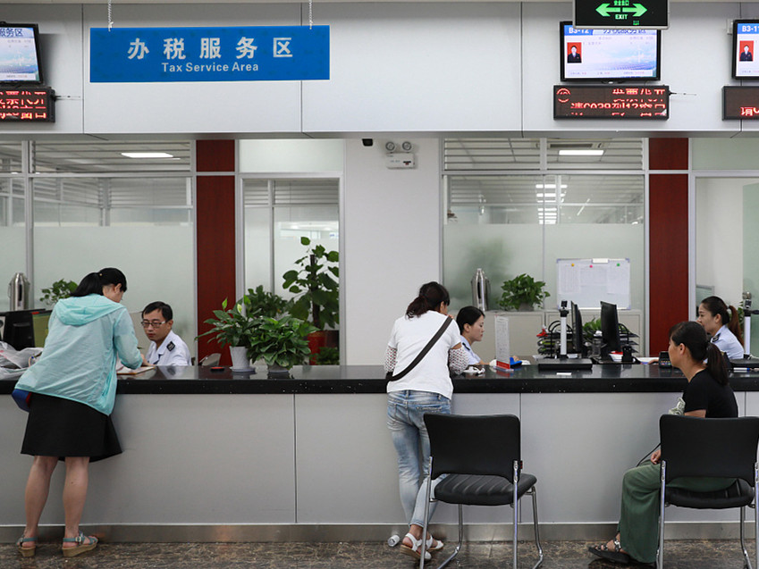 China approves new law, sets income tax threshold at 5,000 yuan a month