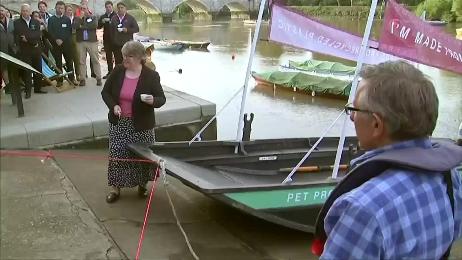 Video: Recycled plastic boat tackles river Thames waste