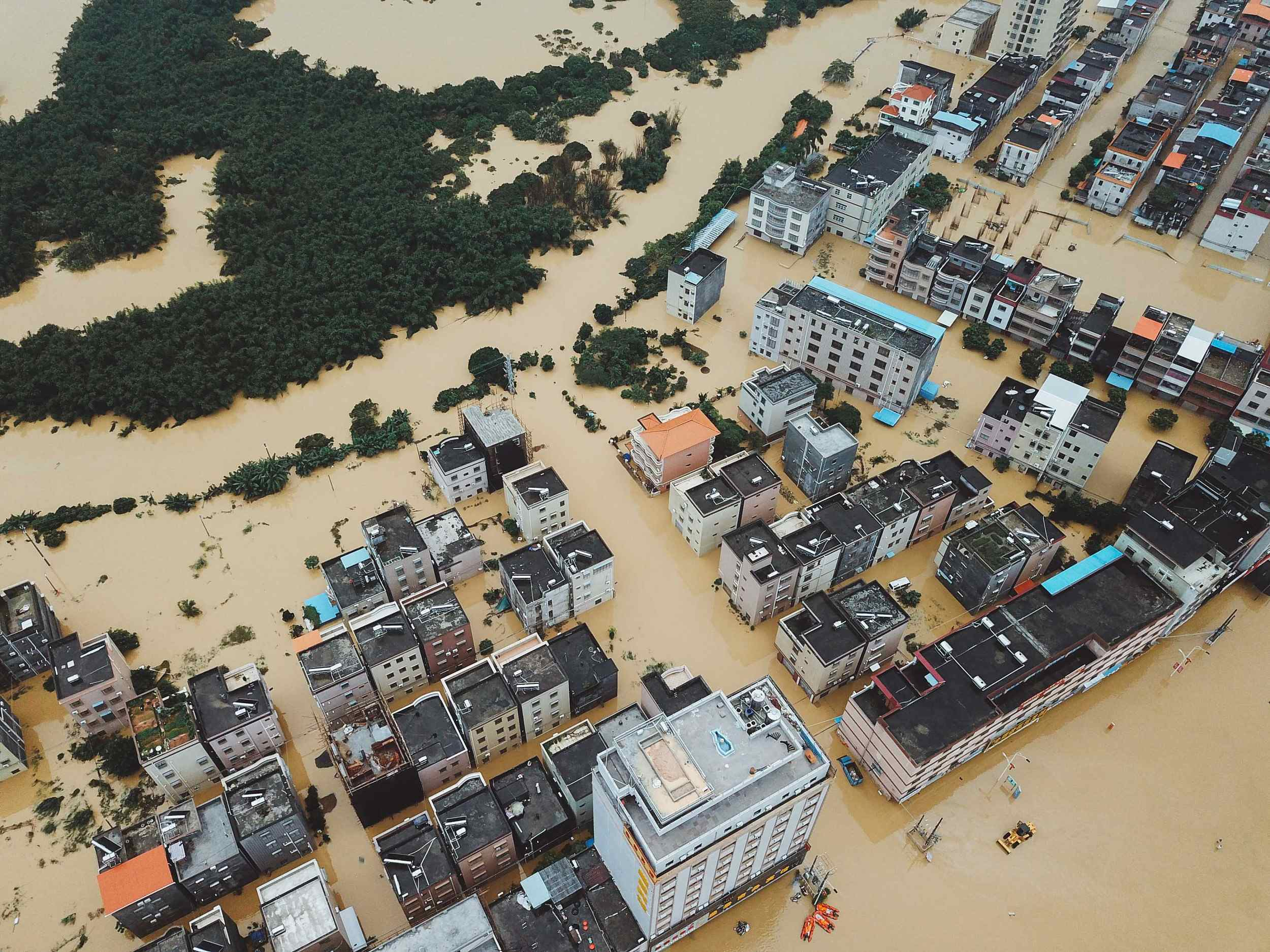 Torrential downpours hit South China's Guangdong Province
