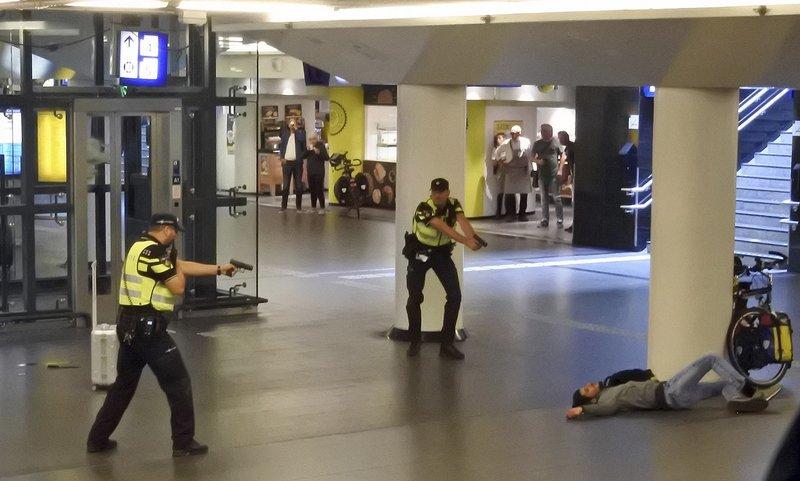 Amsterdam stabber had terrorist motive, threat level unchanged