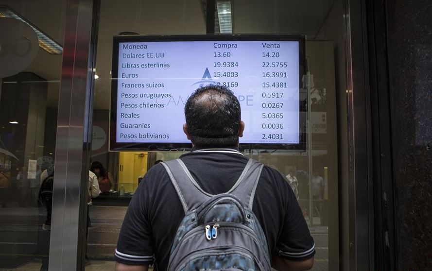 Argentina raises interest rates amid financial crisis