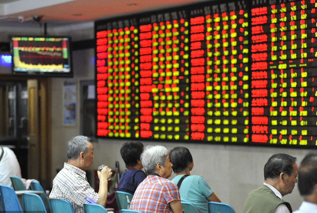 China's listed firms post upbeat profits in H1
