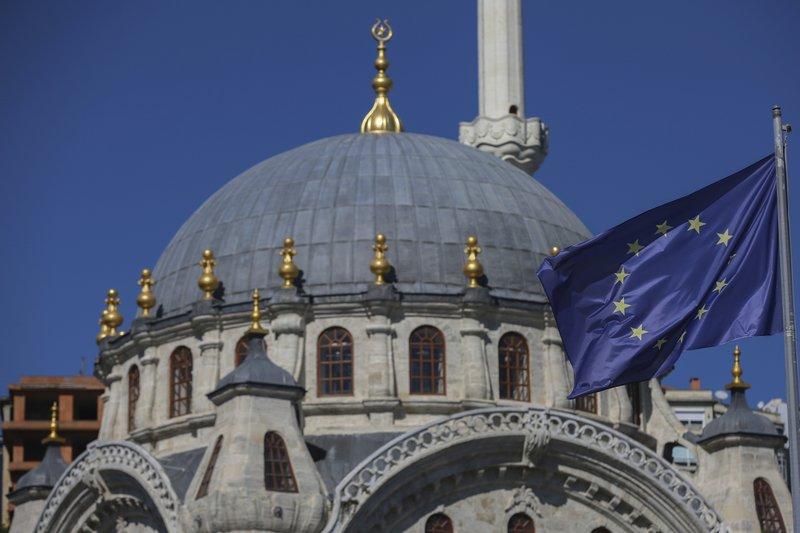 Turkey draws closer to EU amid worsening ties with US