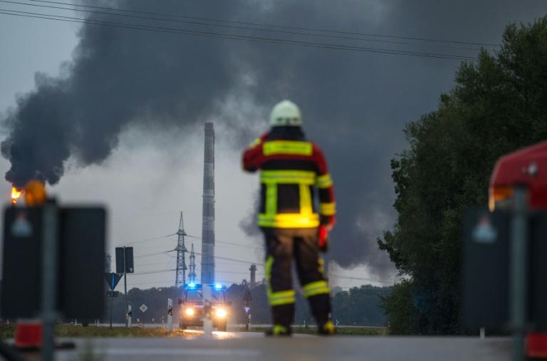 Ten hurt in blast, blaze at German refinery