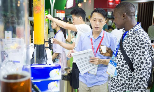 Carrying Chinese goods through airports still popular with African business people