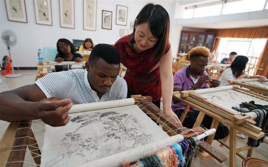 African students learn about Chinese culture
