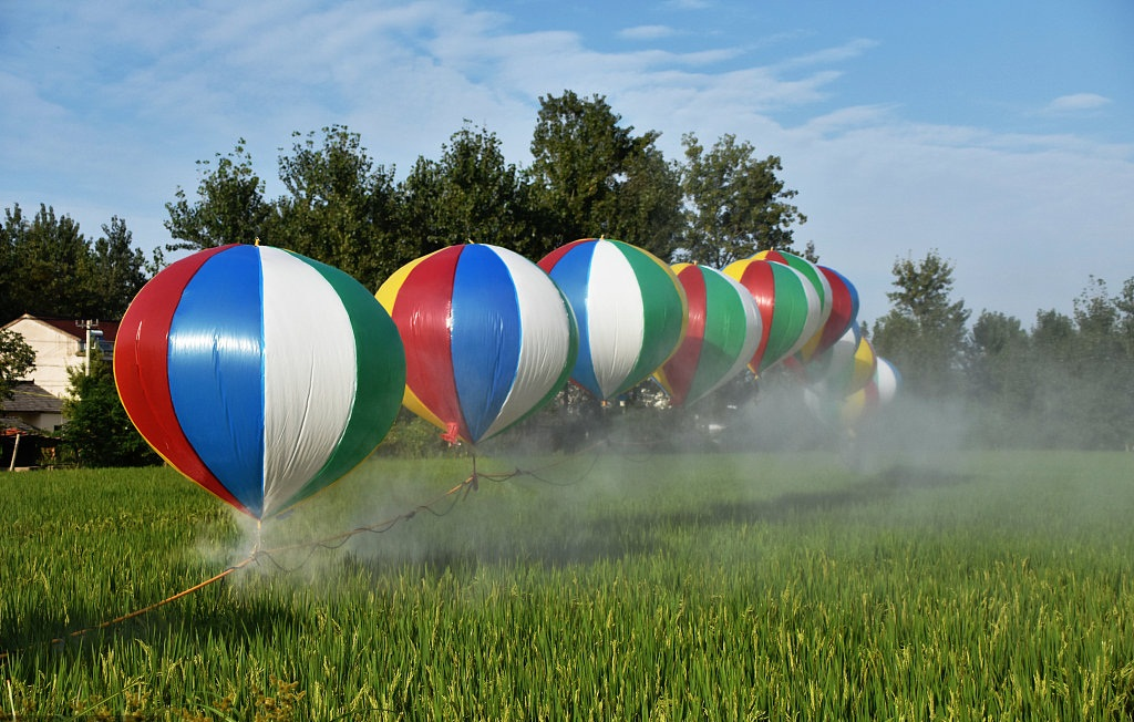 Hydrogen balloons used to help spray pesticides
