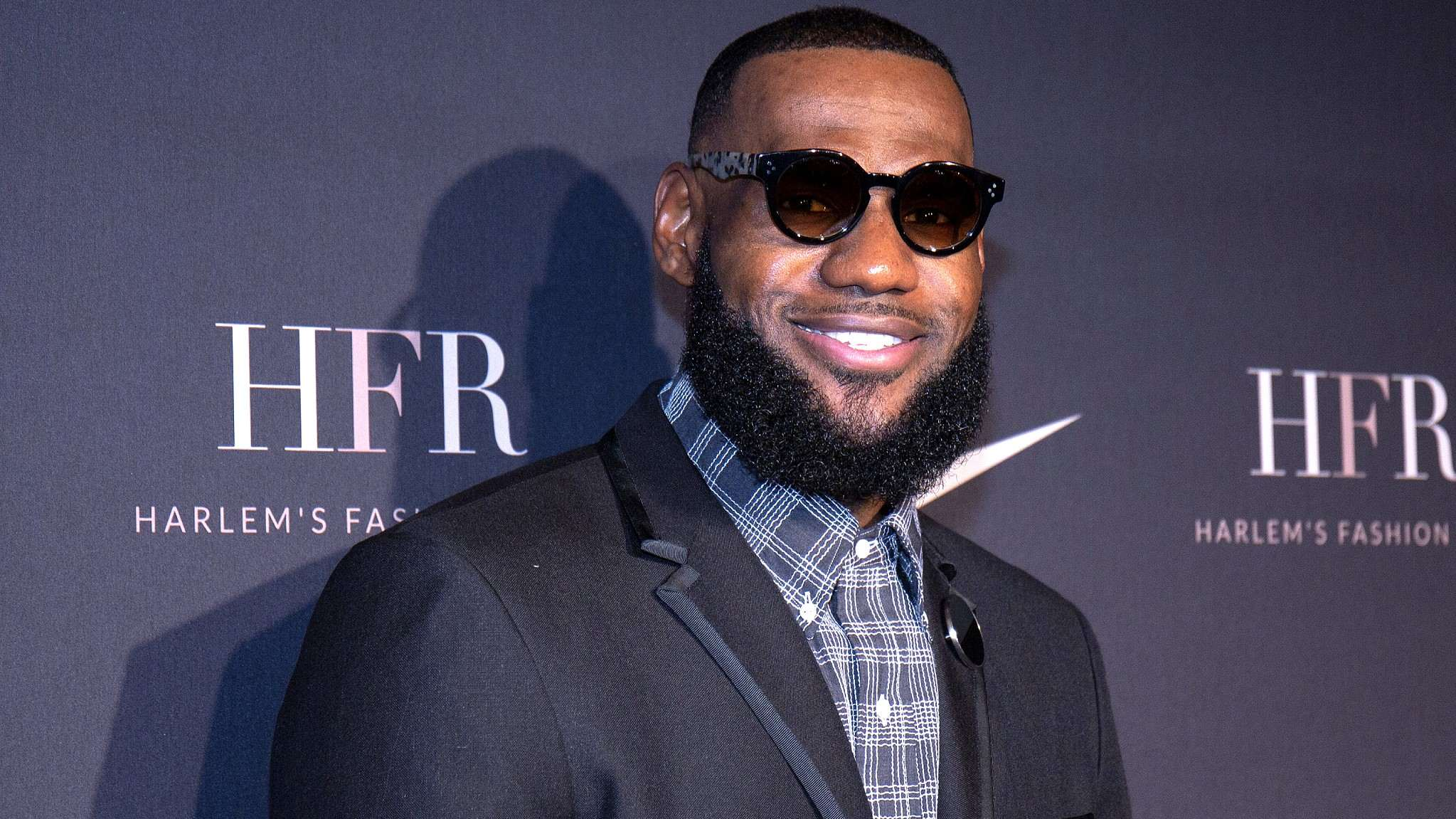 LeBron James says he 'stands with Nike' in reference to Kaepernick ad campaign
