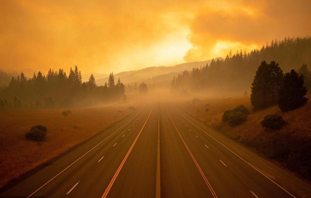 California fire shuts freeway, snarls traffic