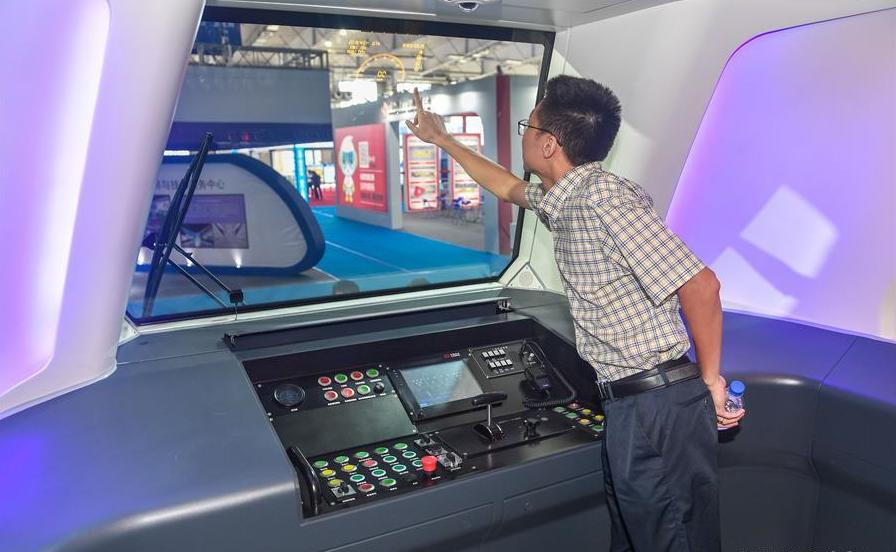 China develops carbon fiber light rail train