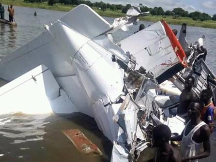 Plane crash in South Sudan kills 17