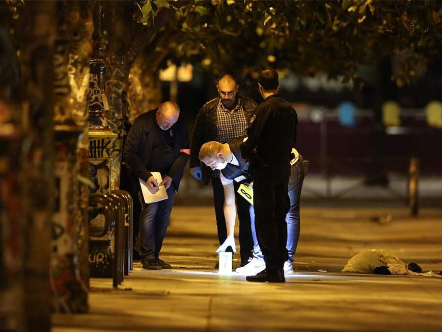 Man stabs 7 in Paris, motive unknown