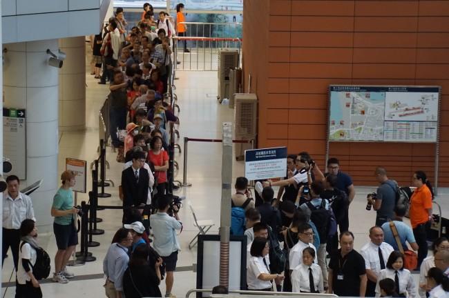 Hong Kong high-speed rail tickets start pre-sales