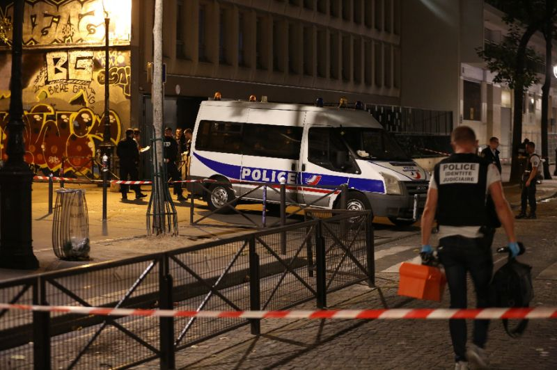 7 wounded in Paris knife attack, including British, Egyptian tourists