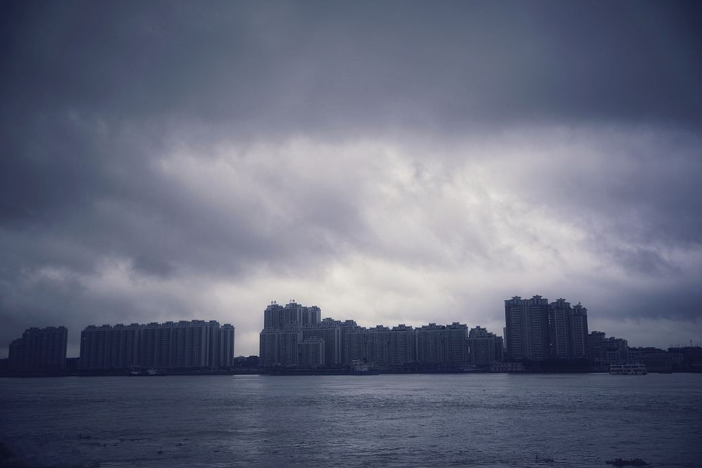 Guangdong, Hainan brace for typhoons