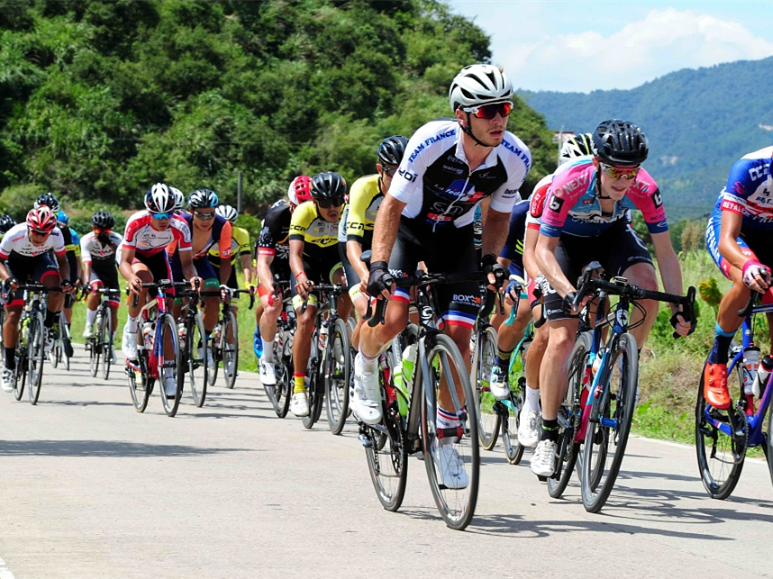 132 cyclists worldwide compete at Tour of Poyang Lake in China's Jiangxi