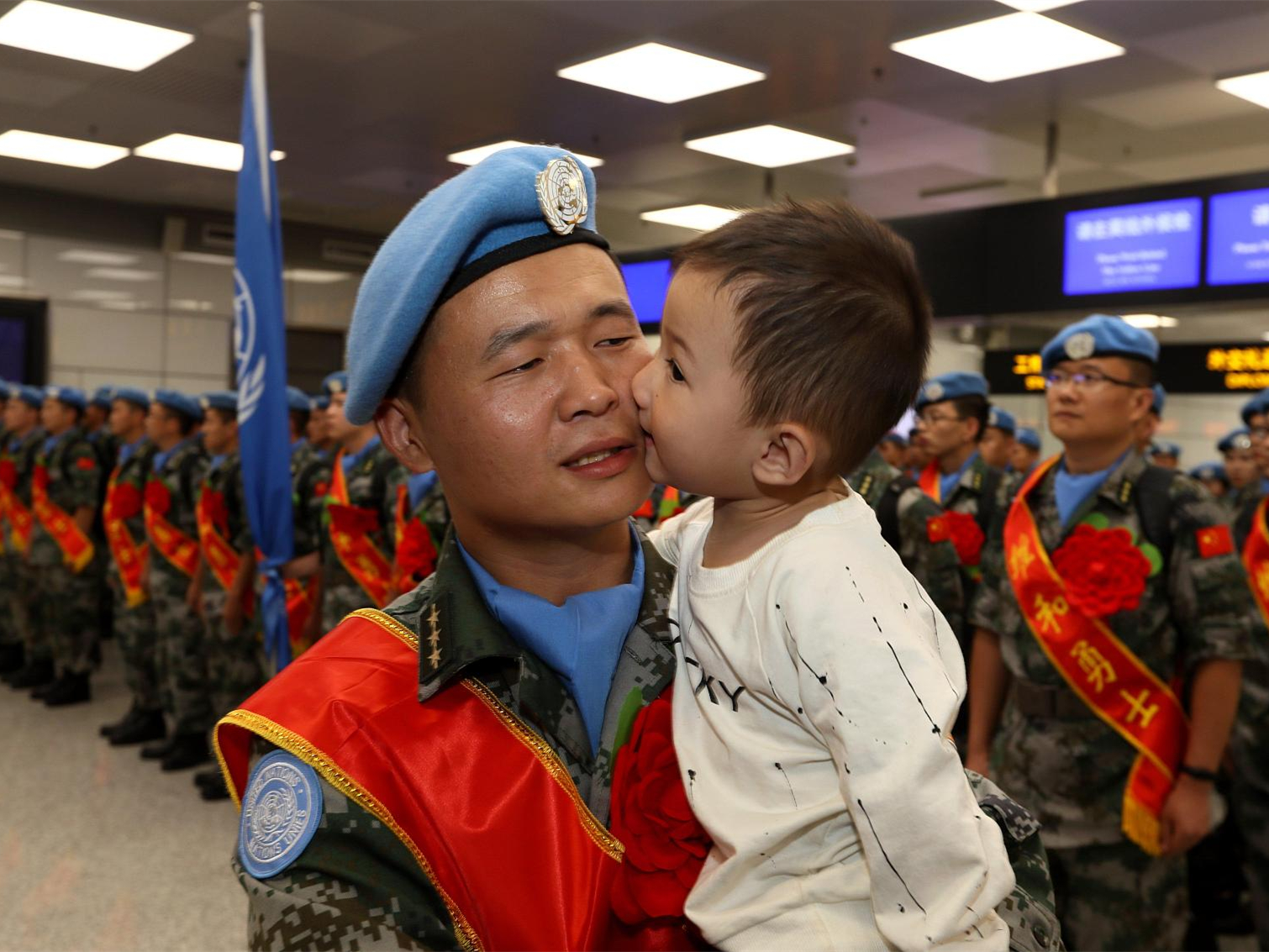 Chinese peacekeepers to South Sudan, say goodbye to relatives