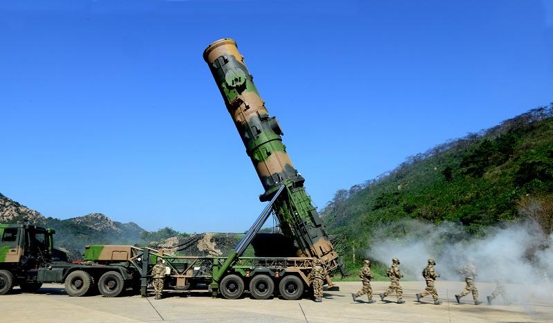Soldiers erect DF-21A medium-range ballistic missile system