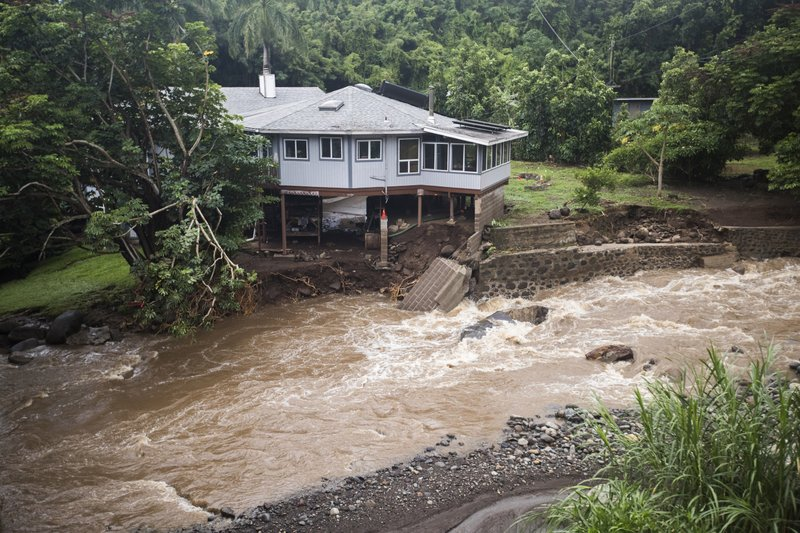 Tropical storm dumps rain on Hawaii while crossing state