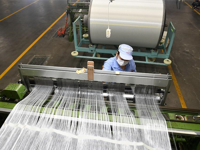 China's industrial output expands 6.1 pct in August