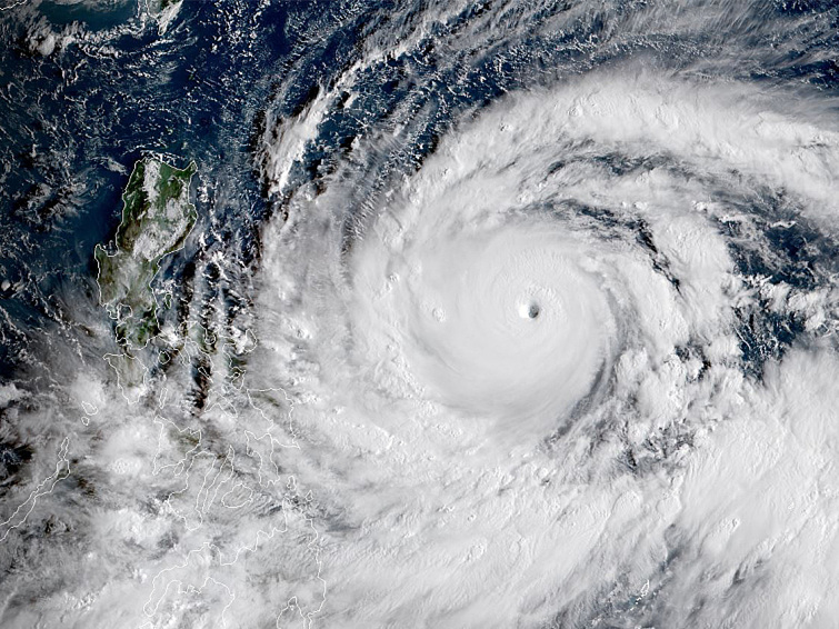 Super Typhoon Mangkhut, strongest of the year, heads toward Philippines