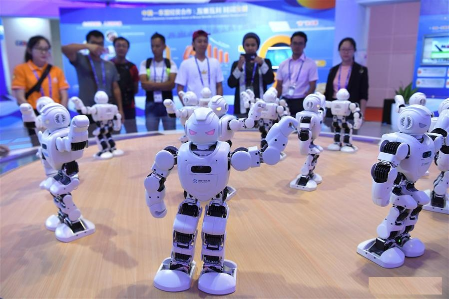 High-tech exhibits attract visitors at 15th China-ASEAN Expo