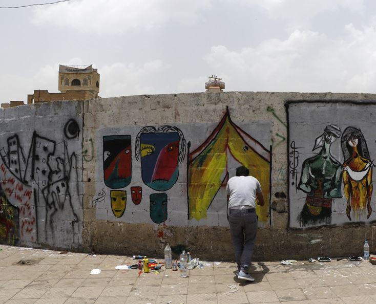 Sudanese female artist draws graffiti for Yemen's peace