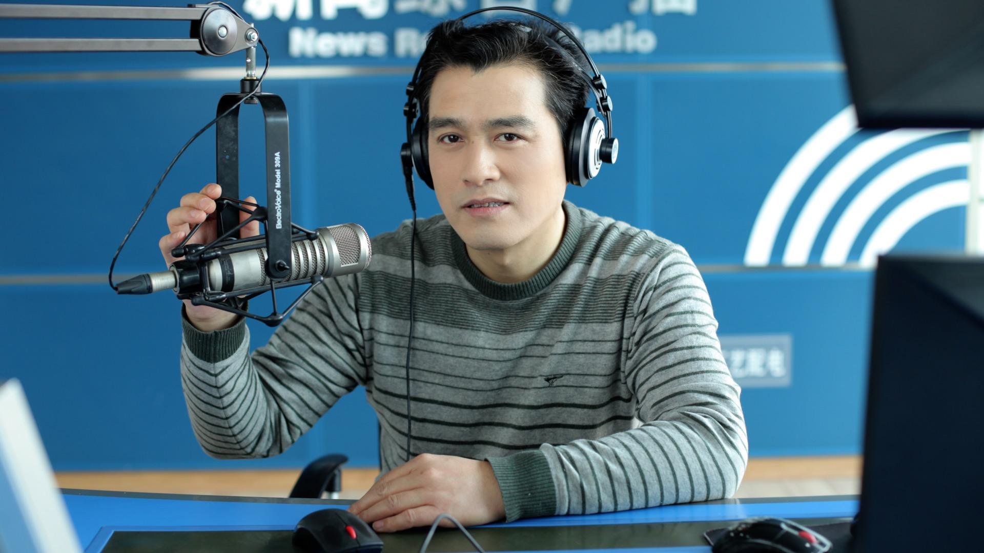 Cui Xiaodong - the man behind the mics
