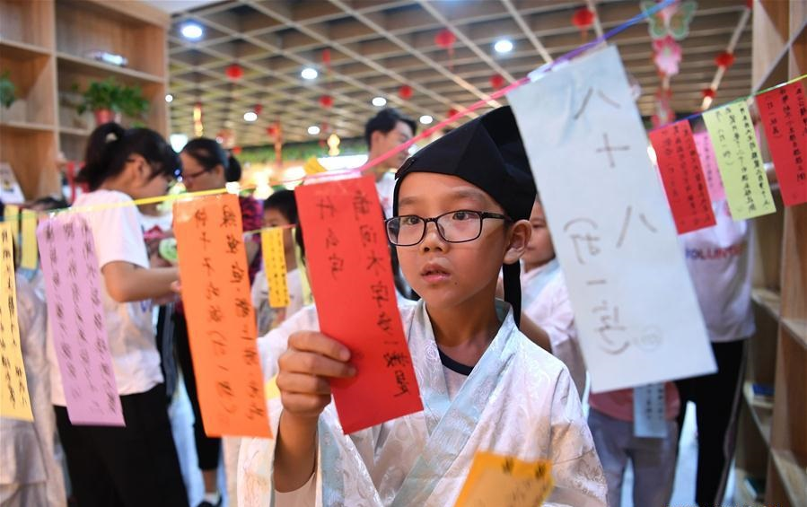 Children greet upcoming Mid-Autumn Festival in Hefei, E China