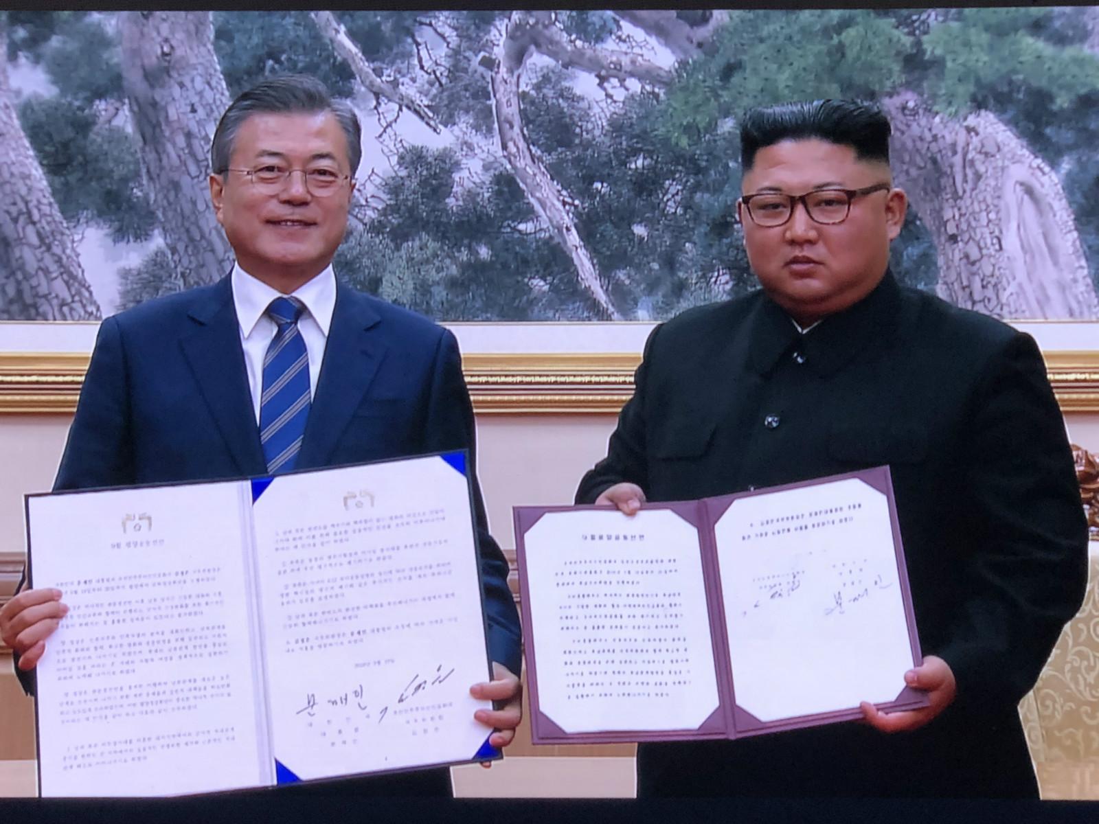 Moon, Kim sign summit agreement in Pyongyang: Yonhap