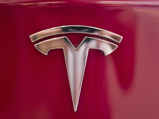 Tesla says contacted by Justice Department over CEO's privatization tweets
